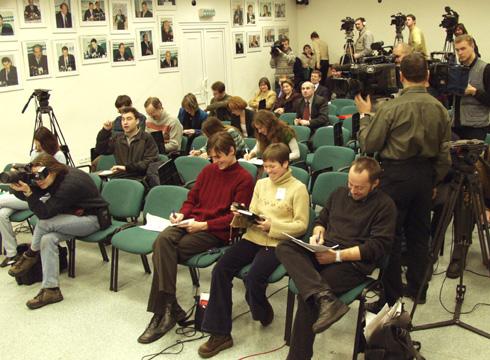 Пресс-конеференция Г.Явлинского и С.Митрохина в Интерфаксе 23 декабря 2002 г. Фото: Сергей Локтионов, пресс-служба