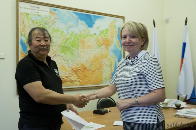 Приморский «яблочник» Суляндзига: из ООН в Госдуму на деньги Госдепа