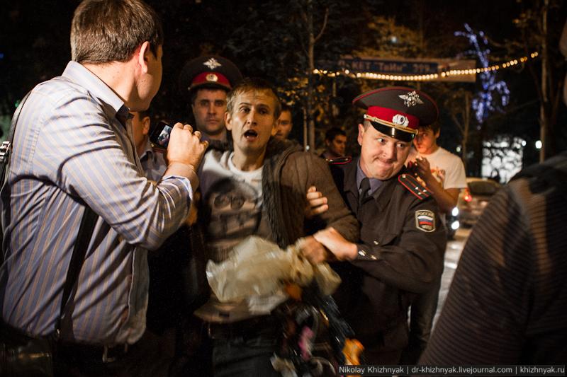 """Активисты партии """"ЯБЛОКО"""", протестуя против фальсификации выборов в ЗСК, провели в Краснодаре акцию похорон института выборов"""
