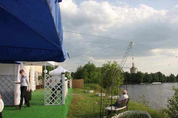 Яблочники нашли незаконное кафе на берегу Москвы-реки