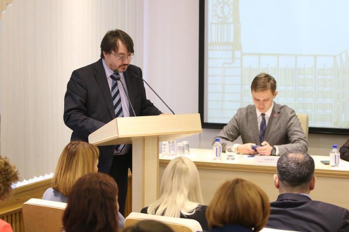 На публичных слушаниях позицию регионального отделения изложил руководитель экологической фракции Красноярского «Яблока» Александр Колотов